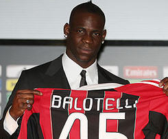 AC Milan club formally announced on Thursday that Italian striker Mario Balotelli has signed contract with them after completing the standard medical.