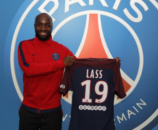 Former Chelsea and Arsenal midfielder Lassana Diarra has joined Ligue 1 leaders Paris Saint-Germain on an 18-month deal.