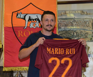 Roma have signed defender Mario Rui from Empoli on a one-year loan deal.