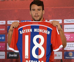 Bayern Munich have announced the signing of Spanish defender Juan Bernat from Valencia.