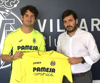 Spanish side Villarreal have signed former Chelsea loanee Alexandre Pato from Corinthians.