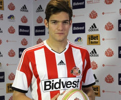 Sunderland complete a deal to sign Fiorentina's ex-Bolton defender Marcos Alonso on loan for the rest of the season.