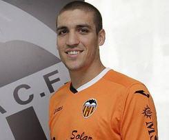 Chelsea midfielder Oriol Romeu has joined La Liga side Valencia on a season-long loan.