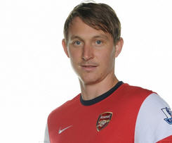Swedish international midfielder Kim Kallstrom has joined Arsenal on loan from Russian side Spartak Moscow until the end of the 2013/14 season.