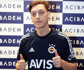 Mesut Ozil Fenerbahce 2022