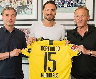 German defender Mats Hummels has returned to Borussia Dortmund three years after leaving the club to join Bayern Munich.
