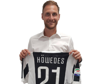Juventus have completed the signing of defender Benedikt Howedes from Schalke on a one-year loan with a view to a permanent transfer.