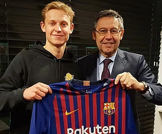 Barcelona have completed the signing of Ajax midfielder Frankie de Jong, the club have confirmed through their official website and social media accounts.