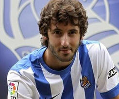QPR midfielder Esteban Granero has joined Real Sociedad on a season-long loan deal.