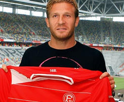 Fortuna Düsseldorf has signed Andriy Voronin on a on year loan from Russian Premier League side Dynamo Moscow.