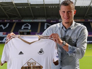 St Etienne defender Franck Tabanou has completed his transfer to Swansea City.