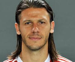 Out-of-favour Bayern Munich defender Martin Demichelis has completed his transfer to Malaga