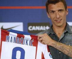 Atletico Madrid have signed striker Mario Mandzukic from German champions Bayern Munich.