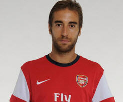 Arsenal have re-signed midfielder Mathieu Flamini on a free transfer following his departure from AC Milan this summer.