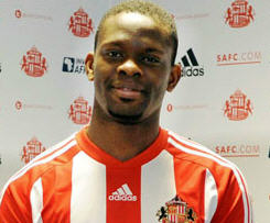 Sunderland have increased their striking options for the upcoming season with the signature of French striker Louis Saha on a free transfer.