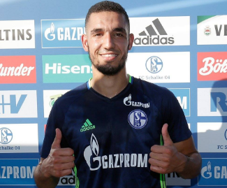 Tottenham midfielder Nabil Bentaleb has joined Schalke 04 on a season-long loan.