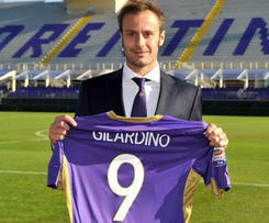 Fiorentina have completed the signing of striker Alberto Gilardino on loan, until the end of the season from Guangzhou Evergrande.