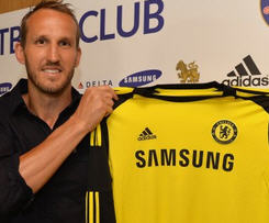 Mark Schwarzer has joined Chelsea on a one-year deal after leaving neighbours Fulham.