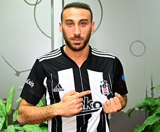 Everton striker Cenk Tosun has completed his loan move to Besiktas until the end of the season.