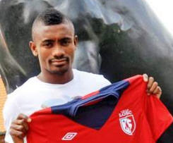 Ivory Coast forward Salomon Kalou has joined French side Lille on a four-year deal.