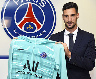 PSG have signed Sergio Rico from Sevilla on a one-year loan with an option to buy next summer.