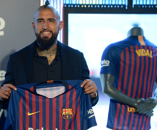 Barcelona have confirmed the signing of Arturo Vidal from Bayern Munich on a three-year contract for €25 million.