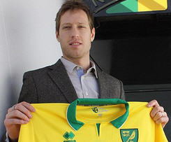 Luciano Becchio completes move to Norwich from Leeds.