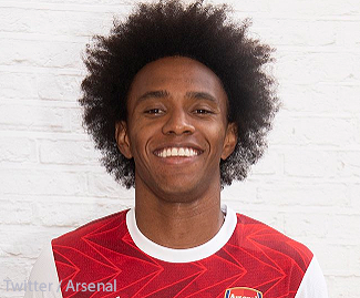 Arsenal have completed the signing of Brazilian winger Willian on a three-year deal.