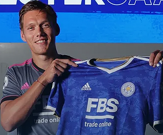 Leicester have completed the £15m signing of defender Jannik Vestergaard from Southampton on a three-year deal.