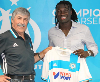 Marseille have completed the signing of Swansea striker Bafetimbi Gomis on a season-long loan deal.