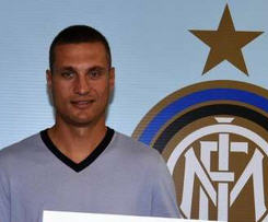 Inter Milan have announced the capture of Manchester United captain Nemanja Vidic.
