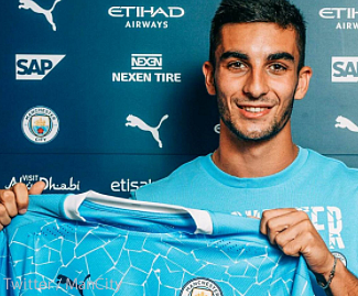 Manchester City have signed highly-rated 20-year-old winger Ferrán Torres from Valencia.