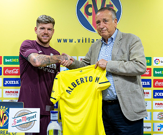 Villarreal have signed former Liverpool defender Alberto Moreno on a free transfer.