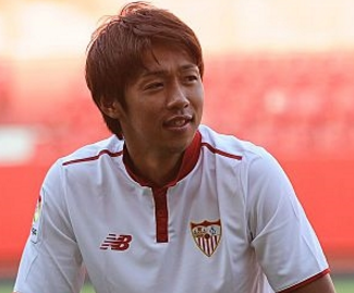 Hiroshi Kiyotake signs for Europa League champions Sevilla from Hannover.