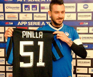 Mauricio Pinilla has completed his move from Genoa to Atalanta.