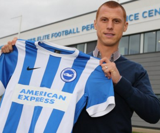 Stoke City midfielder Steve Sidwell has joined Brighton on loan until the end of the season.