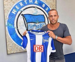 Johnny Heitinga has joined Hertha Berlin, penning a two-year deal with the Bundesliga club after becoming a free agent this summer.