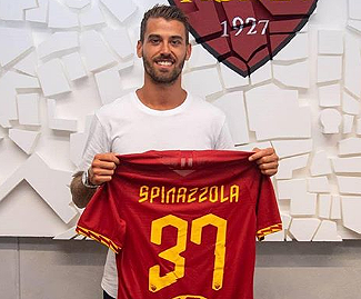 AS Roma have signed midfielder Leonardo Spinazzola from Juventus while sending defender Luca Pellegrini in the opposite direction.