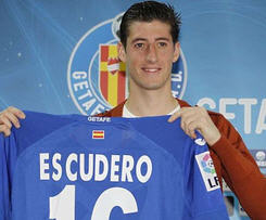 Getafe have completed the permanent signing of left-back Sergio Escudero from Schalke for a reported fee of €500,000.