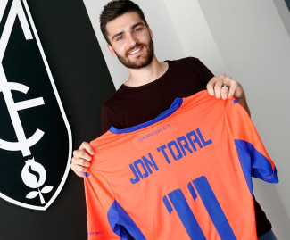 Arsenal midfielder Jon Toral will spend the upcoming season on loan at Granada.