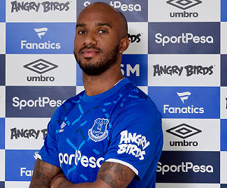 Everton have signed midfielder Fabian Delph from Manchester City on a three-year deal.