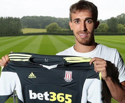 Stoke have signed Spanish international under-21 defender Marc Muniesa from Barcelona on a free transfer.
