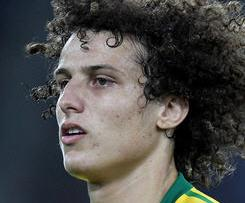 Benfica have announced they have agreed a deal to sell defender David Luiz to Chelsea.