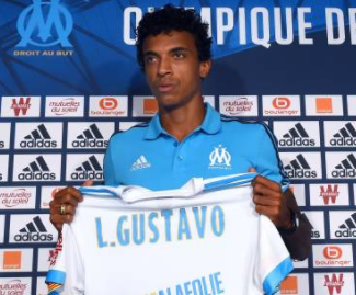 Marseille have completed the signing of Luiz Gustavo from Wolfsburg in a deal believed to be worth €8 million.