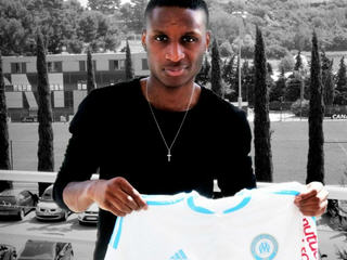 Marseille have completed the signing of Metz midfielder Bouna Sarr.