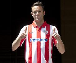Athletic Bilbao have confirmed the signing of last season's Segunda Division top scorer Borja Viguera from Alaves.