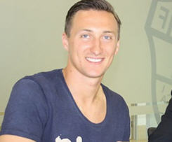 Elche announce loan of Polish keeper Przemyslaw Tyton from PSV Eindhoven.
