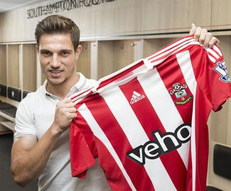 Southampton have confirmed the signing of the right-back Cédric Soares from Sporting Lisbon.