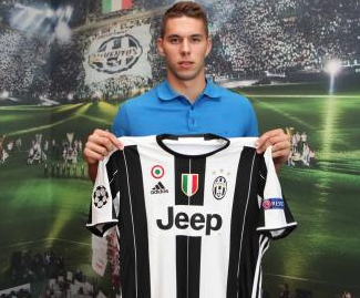 Juventus have signed Dinamo Zagreb's Croatian forward Marko Pjaca.