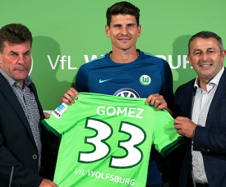 Germany international Mario Gomez has signed for Wolfsburg from Fiorentina, making a return to the Bundesliga after a three-year absence.